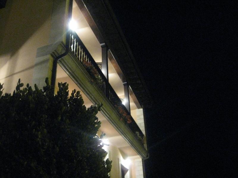 Fachada noche Hotel Rural El Texeu